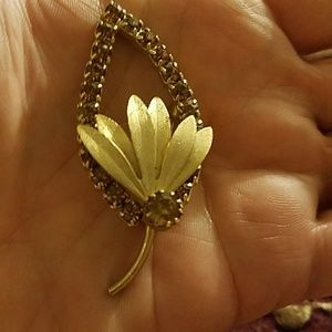✔Firm✔Vintage Leaf Brooch